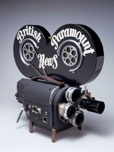 NMPFT Photo Studio -- Wall 35mm cine camera, c 1948. -- High quality art prints, canvases, postcards, mugs -- SSPL Prints                                                                                                                                                                                 Más