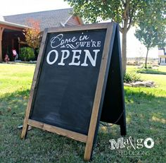WOULDN'T IT BE SO CUTE IF WE HAD A CHALBOARD SIGN THING ??! DIY chalkboard sandwhich sign