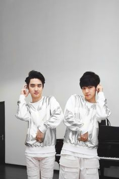 Baekhyun and DO, both rocking the black hair. XD