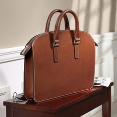 Tusting Henley Briefbag Leather Office Bags, Handbags For Men, Leather Handbags, Leather Art, Leather Crafts, Designer Shoulder Bags, Messenger Bag Men, Leather Briefcase, Handmade Bags