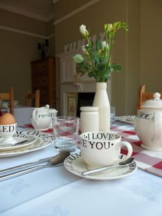 Emma Bridgewater Toast & Marmalade Cup & Saucer with Love & Kisses Litho
