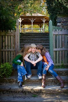My clients came up with the best sibling pose ever, themselves. Sibling Christmas Pictures, Fun Family Photos, Family Picture Poses, Family Photo Sessions, Family Posing, Family Portraits, Urban Family Photography, Sibling Photography Poses, Sibling Photo Shoots