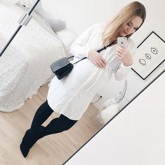 Heute so Bürokratie ein bisschen Sonnen und vielleicht ein Kaffee unterwegs bis die Füße schlapp machen. Was erfahrungsgemäß sehr bald ist. Und dazu ein aktiver Mitbewohner der sich langweilt wenn man liegt oder sitzt und einen mit Tritten zur Bewegung motiviert  Na danke. #metoday #wiwt #ootd #look #mirrorselfie #celinetrio #urbanoutfitters #aldo #dressthebump #maternityfashion #babybump #pregnant