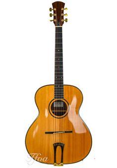 Sobell Sobell Archtop Mahogany Carved German Spruce 1980s Guitar Store, Vintage Guitars, Black Felt, 1980s, German, Music Instruments, Europe, Carving, Deutsch