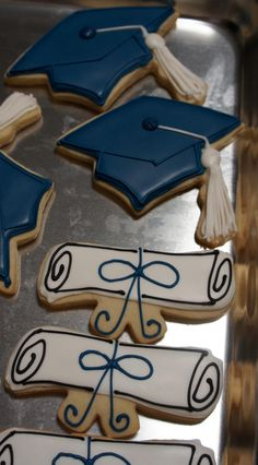Graduation Cookie by Eiche's Edibles at http://www.facebook.com/pages/Eiches-Edibles/223382974472459 via #TheCookieCutterCompany