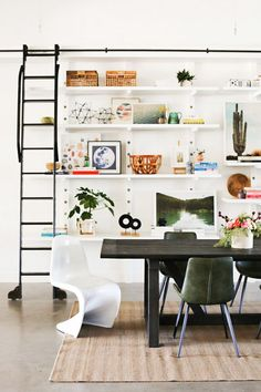 Little Green Notebook's Jenny Komenda on Her New DIY-Filled Office - Architectural Digest Leather Dining Chairs, Oak Dining Table, Dining Rooms, White Sectional, Little Green Notebook, Bookshelf Styling, Bookshelves, First Home, Decoration