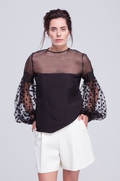 Blusa de satén de seda con mangas de tul plumeti The Age Of Innocence, Best Black, Meraki, Victoria, Fashion Outfits, Sewing, Knitting, Chic, My Style