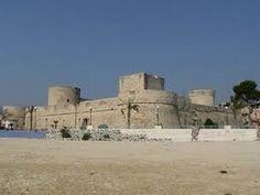 Vista del castello di Re Manfredi di Manfredonia vista dall'esterno.