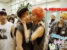 Xiuhan - EXO baek and Lay judging or jealous?