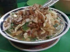 Bubur sop adalah bubur yang berisi kol, daun bawang, dan tauco yang diberi kuah sop yang ditaburi ayam suwir serta kerupuk. Boleh dikatakan, makanan ini merupakan kombinasi dari bubur ayam dan sayur sop. Biasanya, bubur sop hanya dijual pada malam hari.