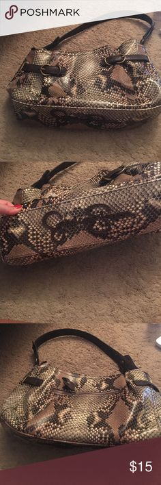 Jessica Simpson purse Jessica Simpson purse. Carried once in great condition 😊 Jessica Simpson Bags Shoulder Bags