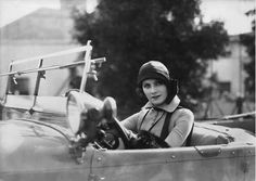 Tumblr Golden Age Of Hollywood, Vintage Hollywood, Hollywood Glamour, Hollywood Stars, Classic Hollywood, Art Quotidien, Divas, French Icons, Roaring Twenties