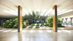 Jardin Palacio de Itamaraty, palacio de.los arcos, en brasil Arquitecto: Oscar Niemeyer
