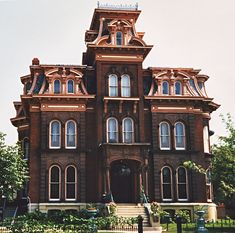Jacob Henry Mansion Second Empire house (Dave's Victorian House Site - Illinois Gallery) Victorian Architecture, Beautiful Architecture, Architecture Design, Stairs Architecture, Old Mansions, Abandoned Mansions, Old Buildings, Abandoned Buildings, Victorian Style Homes