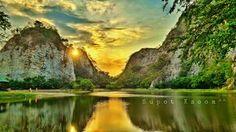 อุทยานหินเขางู เป็นภูเขาหินปูน มีหมู่ถ้ำเขางูซึ่งเป็นโบราณสถาณจำนวนมาก Ratchaburi,Thailand  (supot)