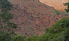 """""""Megdaz es una aldea enclavada en uno de los valles más espectaculares y recónditos del Alto Atlas marroquí, el valle de Tassaut. La primera vez que llegué aquí, buscando nuevos lugares para el proyecto Kasbah Itran, me dio la impresión de haber encontrado un lugar realmente especial."""
