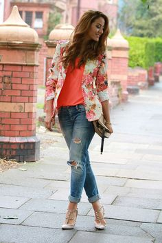 boyfriend jeans and floral blazer! I really want a pair of boyfriend jeans c: also those Valentino shoes just pull the whole look together Summer Outfits 2014, Spring Outfits, Casual Outfits, Fashion Outfits, Fashion Trends, Casual Jeans, Fashion Design, Moda Fashion, Womens Fashion