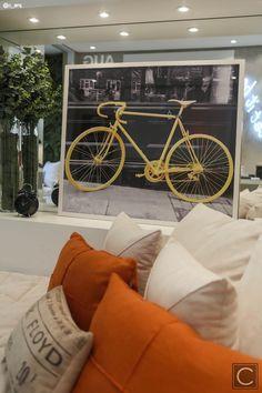 Composição de almofadas coloridas, tons neutros e estampadas complementam qualquer ambientação!