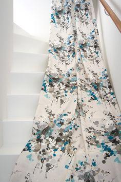 Kohtalon kukka tuo ihanasti trendiväriä, sinistä, olohuoneeseen. Eurokangas