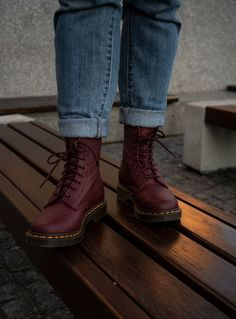 Doc Martens - What are they and how do you wear them? Botas Dr Martens, Red Doc Martens, Doc Martens Style, Doc Martens Boots, Doc Martens Outfit, Doc Martins, Mens Hunter Boots, Baskets, Grunge