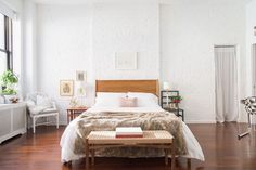 It's Official: This Is How A Studio Apartment Should Look #refinery29  http://www.refinery29.com/homepolish/69#slide-6  Having the bed in the center of the room doesn't seem to take away from the apartment's spacious feel....