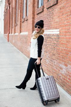 Winter travel style -this cute but comfy winter outfit is easy to recreate and comfortable enough for a road trip!