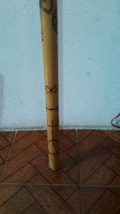 Bastão ritualístico ou magistico  Pirografado e encerado ou envernizado Sob encomenda