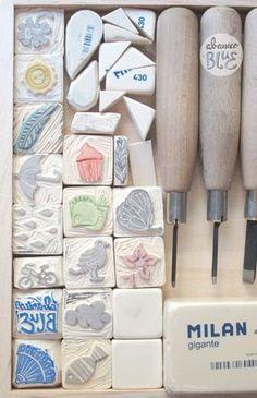 Hace un tiempo me dio por hacer sellos con gomas de borrar (las Milan de toda la vida) y desde entonces no he parado. Y es que crea adicc. Stamp Printing, Printing On Fabric, Screen Printing, Stencils, Eraser Stamp, Diy And Crafts, Paper Crafts, Stamp Carving, Handmade Stamps