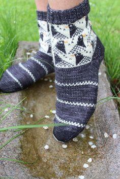 Ravelry: Fågel / Bird pattern by Anna Bergman Knitting Socks, Loom Knitting, Hand Knitting, Knitting Patterns, Knit Socks, Stitch Patterns, Crochet Socks Pattern, Crochet Shoes, Knit Crochet