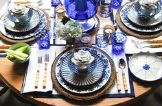 Blue and white china tablescapes | bunny-williams-blue-and-white-tablescape