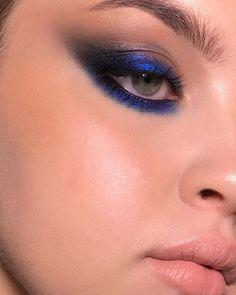 shimmery blue smokey cat eye makeup with nude lips. love how the mua skipped l Dark Blue Makeup Blue Cat Eye Lips love Makeup mua Nude shimmery skipped Smokey Eye Makeup Blue, Cat Eye Makeup, Eye Makeup Remover, Makeup Geek, Skin Makeup, Makeup Inspo, Eyeshadow Makeup, Makeup Art, Beauty Makeup