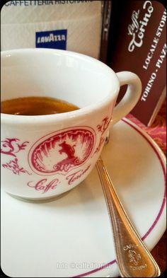 Caffè #Torino, piazza San Carlo 204. valutazione 4,5/5. Il caffè è una piacevole occasione, da non lasciarsi scappare [...] Il gusto è perfetto soprattutto per una pausa pomeridiana, quando prendere il caffè è più un vezzo che una necessità.
