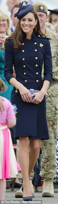 Catherine Middleton in navy #chapeauxetcasquettes