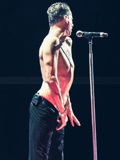 Dave Gahan - So alluring and seductive. I need a cold shower now!