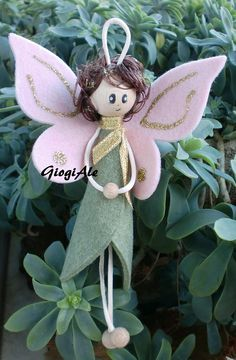 GiogiAle: dicembre 2011 Diy Christmas Angel Ornaments, Ornament Crafts, Felt Ornaments, Felt Christmas, Christmas Angels, Christmas Crafts, Christmas Decorations, Felt Crafts, Diy And Crafts