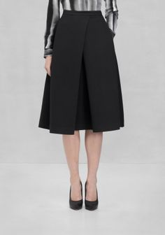 A classic and ultra-feminine A-line skirt with and an intriguing fold-effect in front.