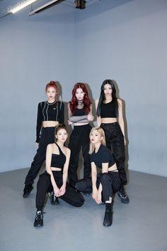 South Korean Girls, Korean Girl Groups, Kpop Fashion, Fashion Outfits, Airport Fashion, Fandom, Kpop Outfits, K Idols, Pop Group