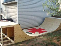 Free (!) Halfpipe plans. Holy cow. http://www.xtremeskater ...