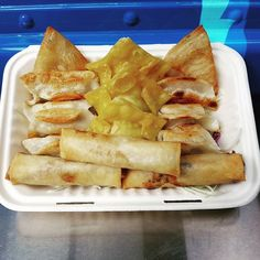 We are open today from 11-1pm with the sampler  spring rolls special.  Find us on the Calgary street food app to see where we at. #thedumplinghero #foodtruck #foodtrailer #yyc #calgary #alberta # dumplings #cheeseburger #chickenmushrooms #porkcabbage #springrolls by thedumplinghero