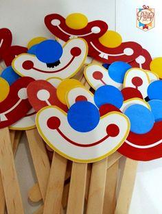 Ideias para trabalhar com artes manuais, recorte e colagem com o tema circo         molde        máscara - só a boca do palhaço        grav...