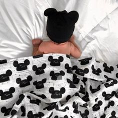 Where are my Disney mamas!? Who has a Disney vaca coming up soon? 🖤 Shop this Modern Mouse Organic Swaddle by Modern Burlap on our site!