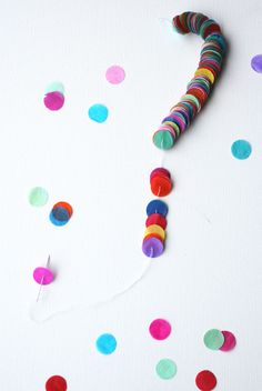 Colorful party streamers or pretty wrapped round presents Festa Party, Diy Party, Party Ideas, Diy Confetti, Paper Confetti, Party Streamers, Diy Bookmarks, Paper Crafts, Diy Crafts
