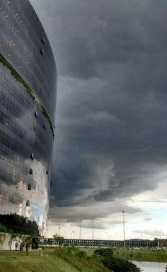 Chuva causa transtornos em Belo Horizonte, nesta quinta-feira +http://brml.co/1BMstO2