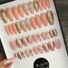 Ideas for designs with Nude/flesh tone nails Glam Nails, Diy Nails, Cute Nails, Pretty Nails, Gorgeous Nails, Perfect Nails, Toe Nail Art, Acrylic Nails, Luxury Nails