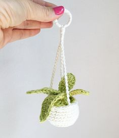 Reposted from - How about this adorable rear view window plant hanger? It's the only plant that won't die in the car! 😄 This pattern is available for free - please check out the link in my bio! Crochet Car, Crochet Cactus, Crochet Home, Learn To Crochet, Cute Crochet, Crochet Flower Patterns, Crochet Designs, Crochet Flowers, Crochet Bookmark Pattern