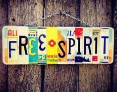 Free spirit recycled License plate sign Hangs on chain. Colors and states may vary. decor diy party FREE SPIRIT License Plate Art - boho - recycled license plates - gypsy - hippie chic - christmas gift for her - hippie decor - for her Boho Hippie, Hippie Style, Happy Hippie, Hippie Love, Hippie Man, Hippie Vibes, Hippie Things, Boho Gypsy, Hippie Chick