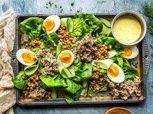 Kremet kyllingsalat | Oppskrift - MatPrat Cobb Salad, Food, Red Peppers, Essen, Meals, Yemek, Eten