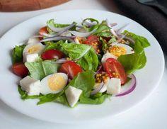 Салат с чесноком перепелиными яйцами