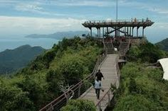 Langkawi cabel car or langkawi sky bridge is one of the major attraction for the tourists in the island.
