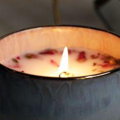 Dê um toque especial na sua casa com essas velas aromáticas super fáceis! Diy Candles, Candle Jars, Velas Diy, Diy Resin Art, Diy Spa, Diy Recycle, Diy Canvas Art, Breakfast For Dinner, Candle Making